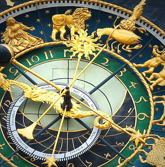 astronomical-clock-408306_1920-min.jpg