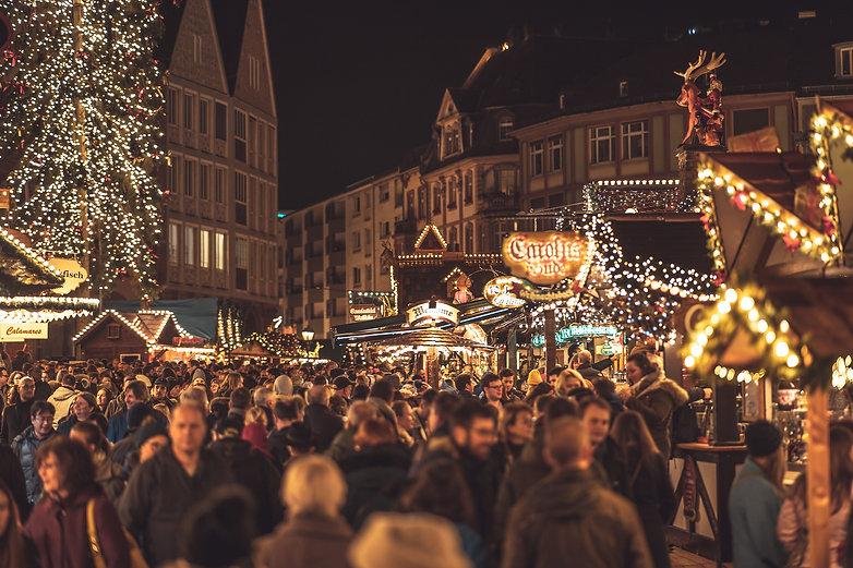 christmas-market-4705877_1920.jpg