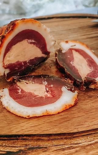 Сыровяленые утиные грудки с фуа-гра