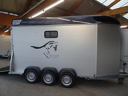Pferdeanhänger Sirius S90. Extra groß mit begehbarer Sattelkammer.