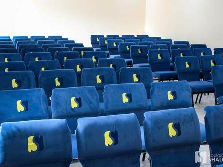 Novas poltronas para o auditório do Colégio Shalom