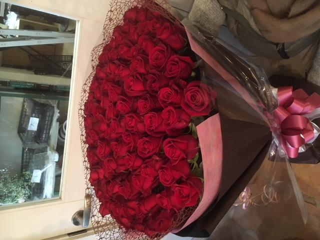 99本の赤バラ花束
