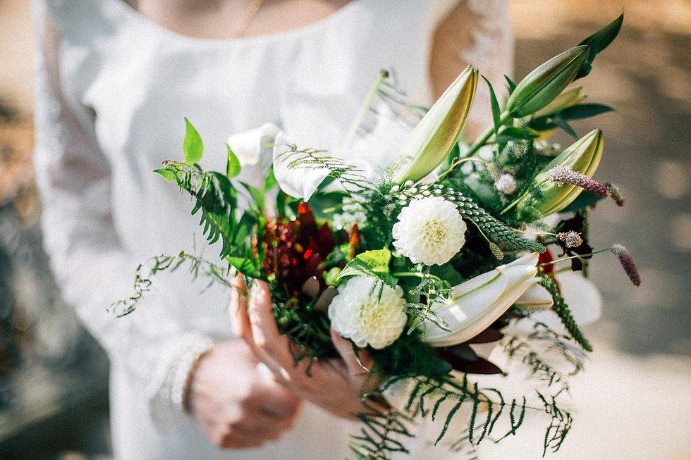Hochzeit in Dresden - Brautpaarshooting und Portraits in der Altstadt auf den Brühlschen Terrassen - Brautstrauß