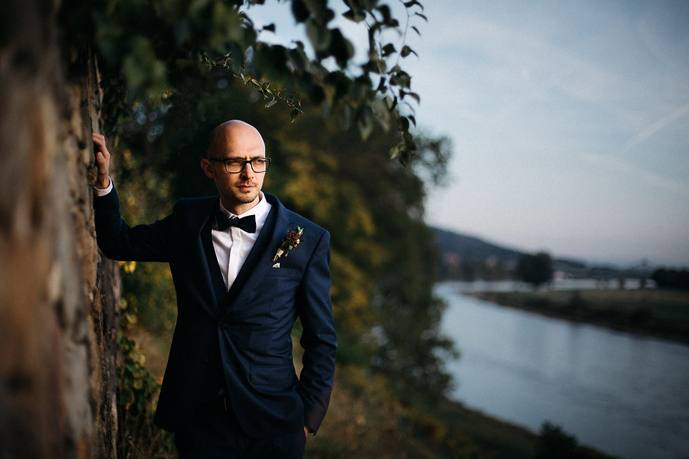 Hochzeit in Dresden am Weinberg - Brautpaarshooting am Lingnerschloss - Portrait Bräutgam