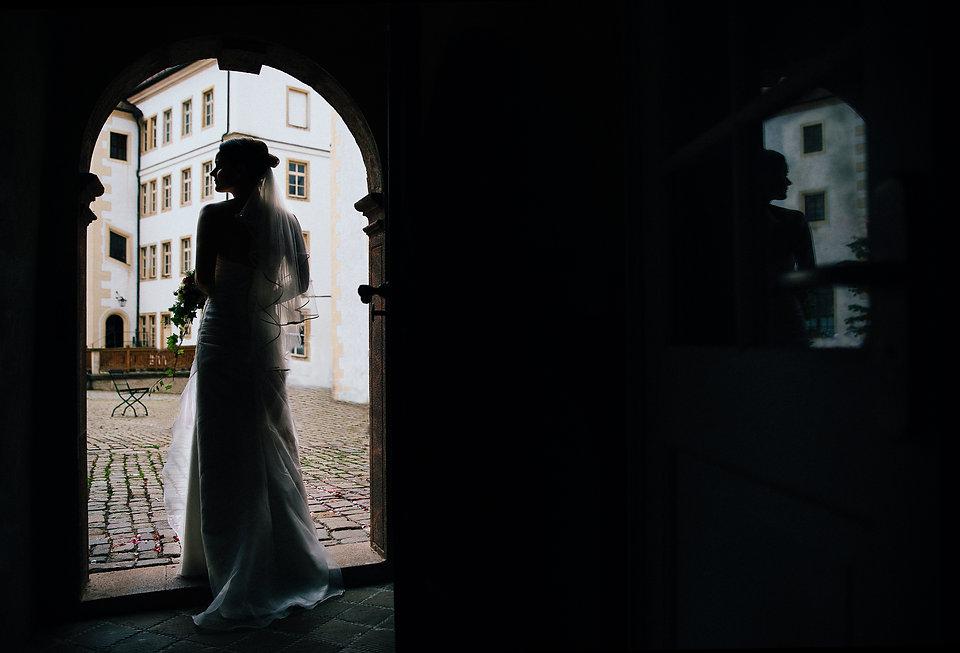 Hochzeit Schloss Colditz I Mandy Hellinger Fine Art Fotografie - Brautshooting - Braut -  - Hochzeitsfotografie