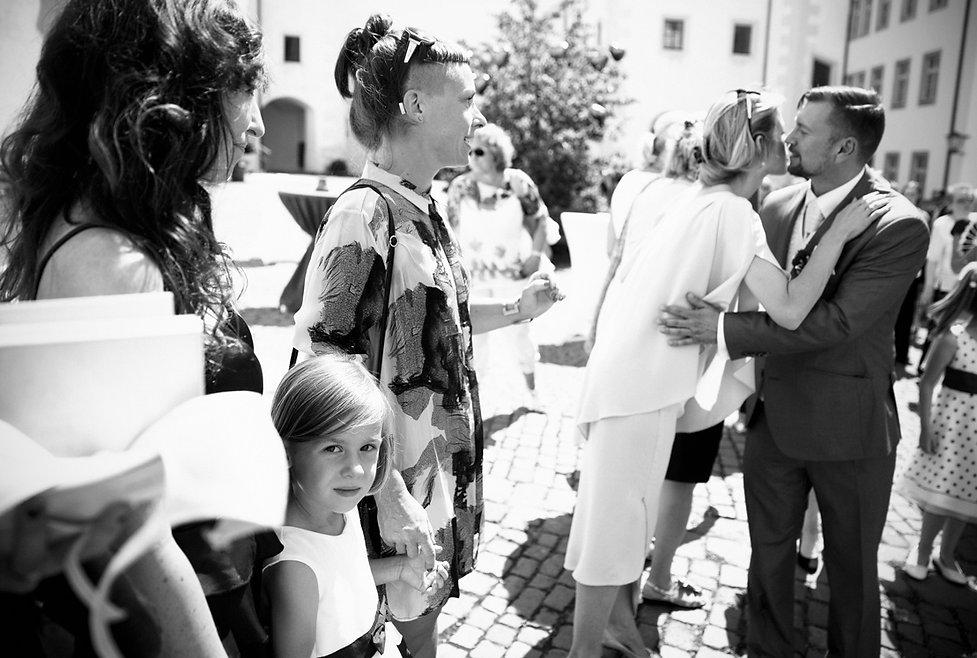 Hochzeit Schloss Colditz I Mandy Hellinger Fine Art Fotografie - Begrüßung Hochzeitsgäste