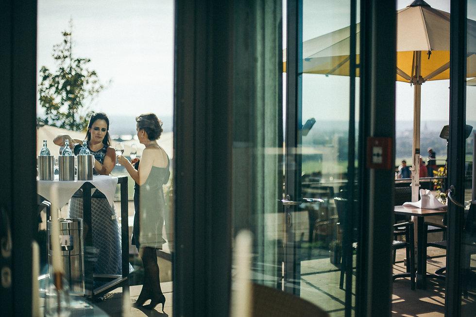 Hochzeit in Dresden am Weinberg - Restaurant Lingnerterrassen im LingnerschlossGut Wendgräben, Gratulationen, Hochzeitsfotografie, Brautpaarshooting, Brautpaar, Paarfotografie, Paarshooting