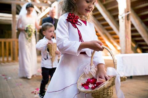 DIY Hochzeit auf Gut Wendgräben - Bräutigam - Vorbereitungen - Getting Ready, Blumenkinder, Hochzeitsfotografie