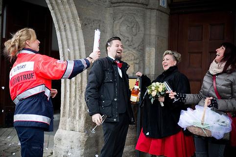 50er Jahre Hochzeit im Winter in Leipzigf Gut Wendgräben, Trauung, Hochzeitsfotografie