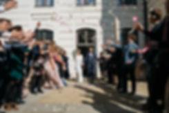 """Hochzeit in Dresden - standesamtliche Trauung im Stadtmuseum """"Landhaus"""" in der Altstadt - Spalier stehen mit Blumen streuen"""