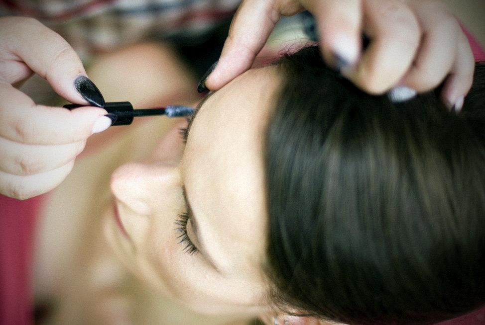 Hochzeit Schloss Colditz I Mandy Hellinger Fine Art Fotografie - getting ready / Hochzeitsvorbereitungen Make Up Mascara