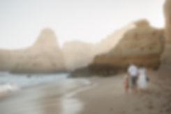 Hochzeitsfotos vom Brauntpaar am Strand Praia da Marinha in Portugal an der Algarve