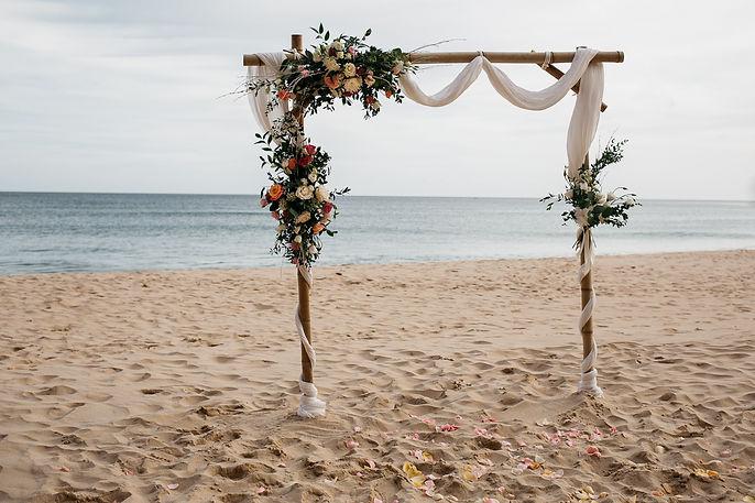 wedding Hochzeit Portugal Algarve Praia das Funas Blumenschmuck Bogen Zeremoni