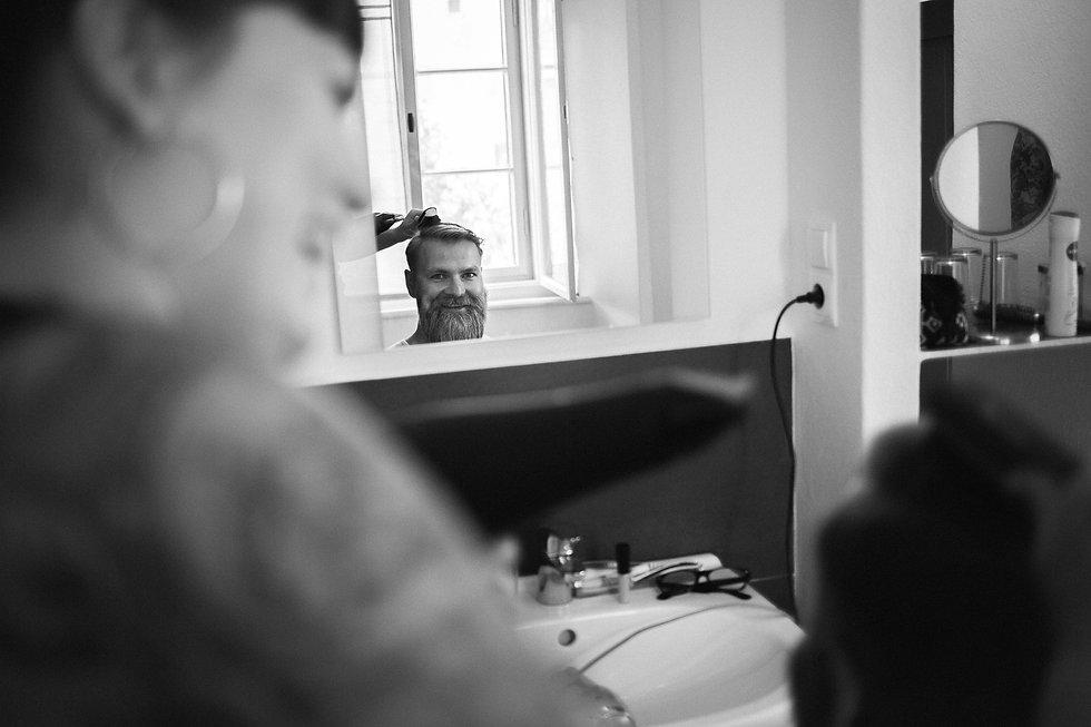 """wedding photography DIY in Rochlitz Denkmal - und Kulturgästehaus """"Zum Pfarrlehen"""" Wendishain getting ready groom"""