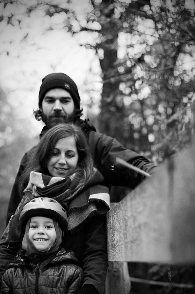 Familienfotografie draußen am Elberadweg