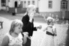 Hochzeit Schloss Colditz I Mandy Hellinger Fine Art Fotografie - Seifenblasen Trauung / Blumenkinder