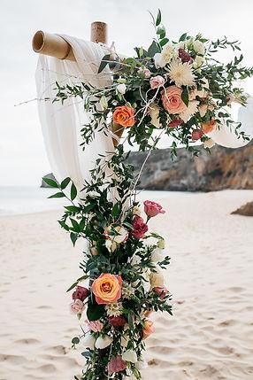 wedding Hochzeit Portugal Algarve Praia das Funas Traubogen Hochzeitsdeko Hochzeitsbogen Blumenschmuck Strandhochzeit