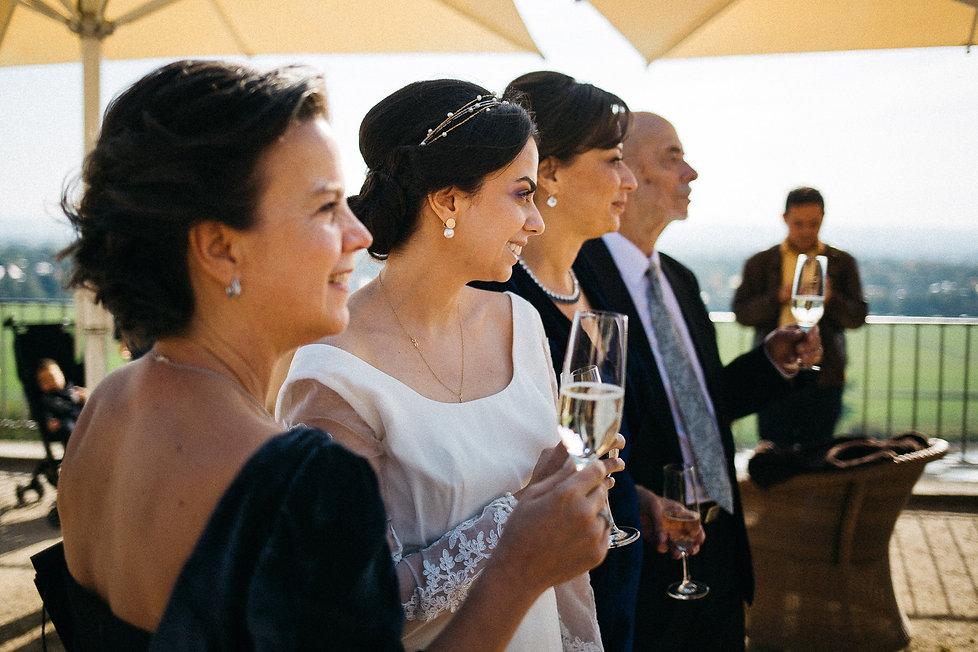 Hochzeit in Dresden am Elbhang - Sektempfang am Lingnerschloss