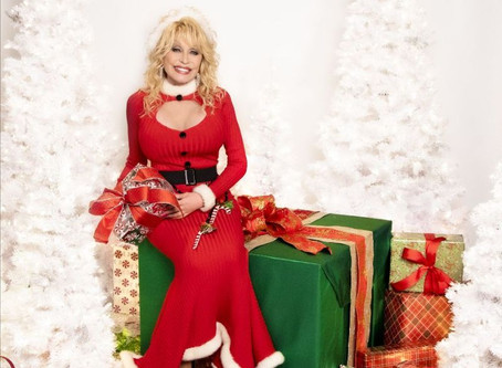 Dolly Parton Debuts at #1 on Two Billboard Charts with 'A Holly Dolly Christmas' Album