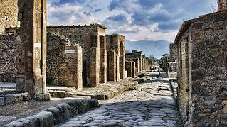 pompeii-2375135_1920-e1539852514512.jpg
