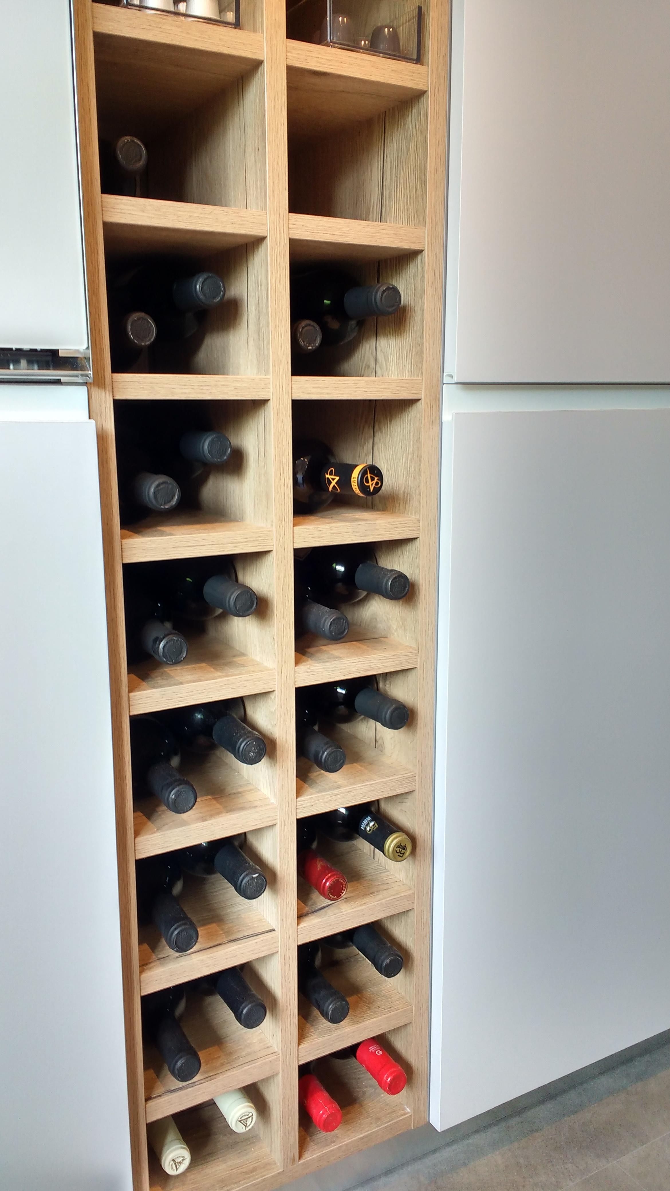 Reforma de cocina Berio: botellero