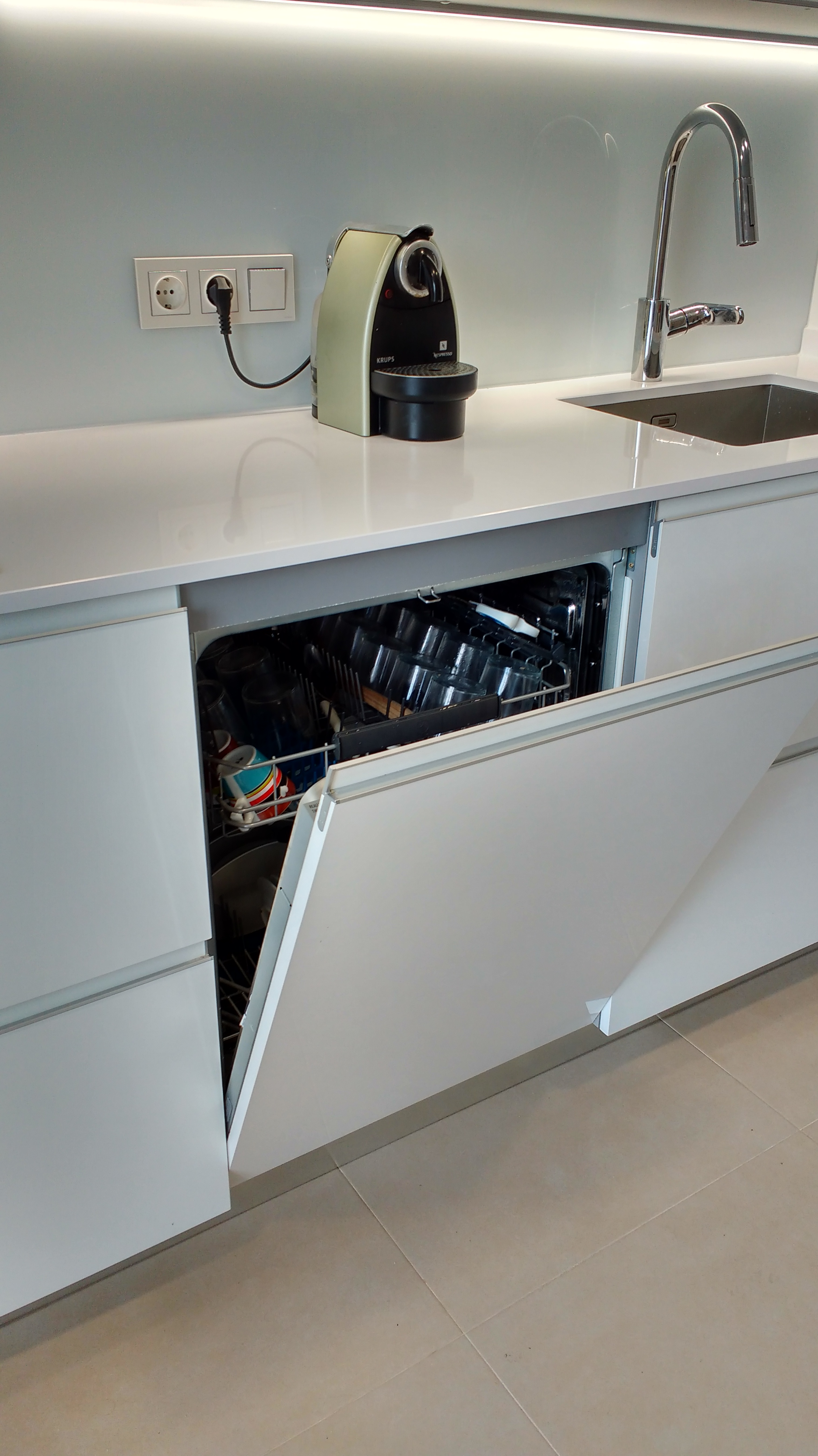 Detalle lavavajillas integrado