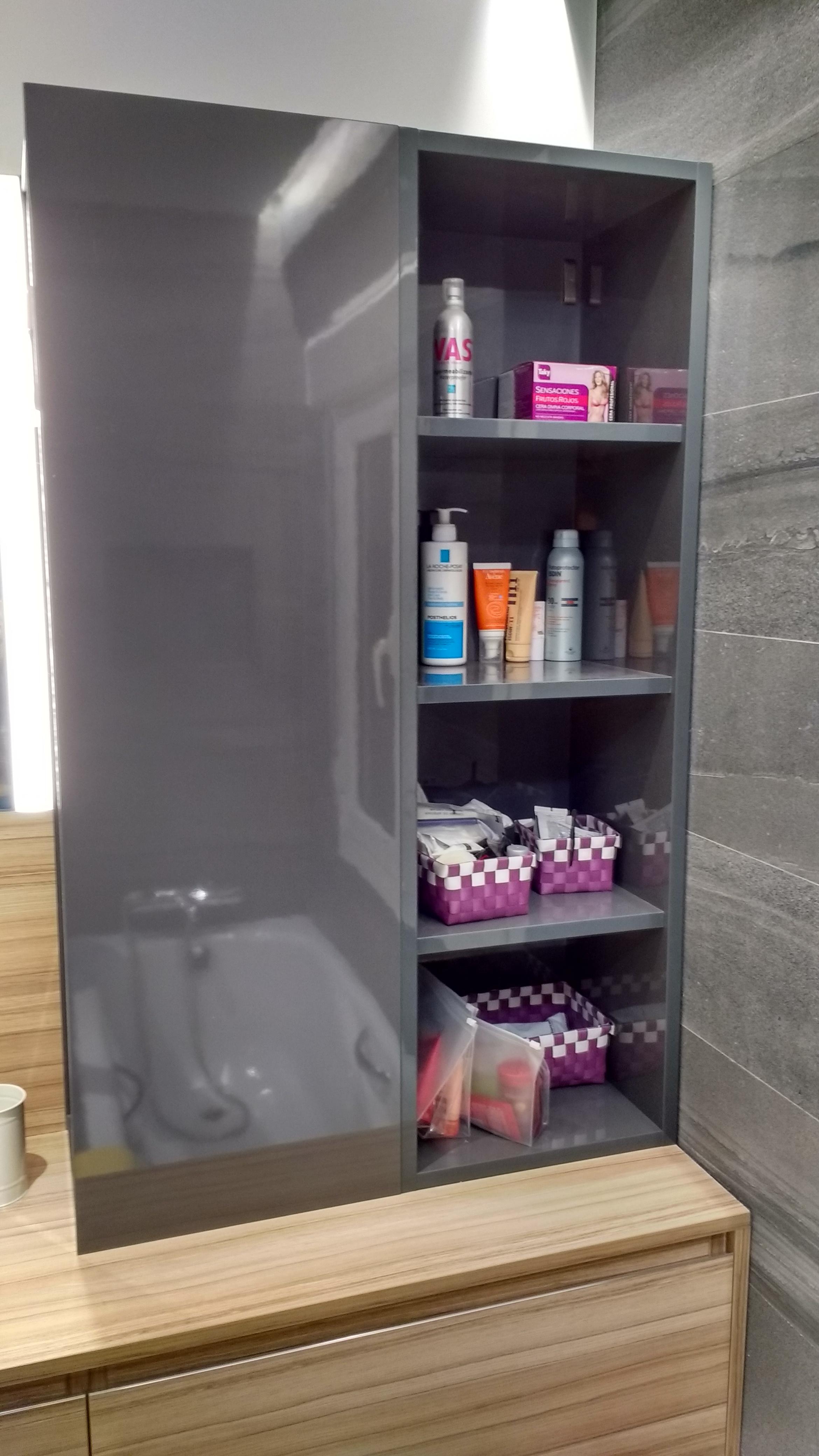 Detalle del armario del baño
