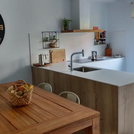 Reforma de cocina: colores naturales para una cocina con mucha luz