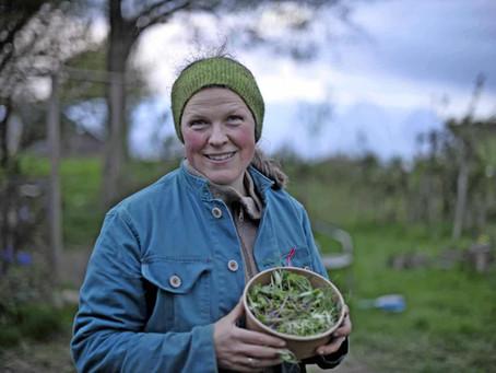 Ruth udbringer mikrogrønt i en lukket by: Omsætningen er lille, mens støtten er stor
