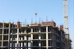 construction-site-with-crane-PW429HJ_edi