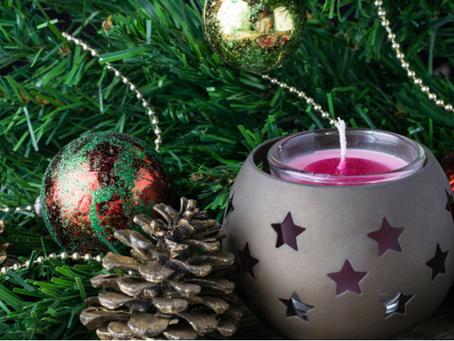 Bougies, guirlandes électriques, feu d'artifice : prévenir les accidents à Noël