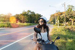 attractive-woman-on-motorcycle-wear-hele