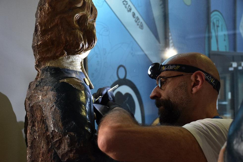 Patron visit to a historic paint studio