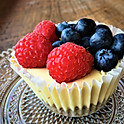 Mini cheesecakes with fresh fruit