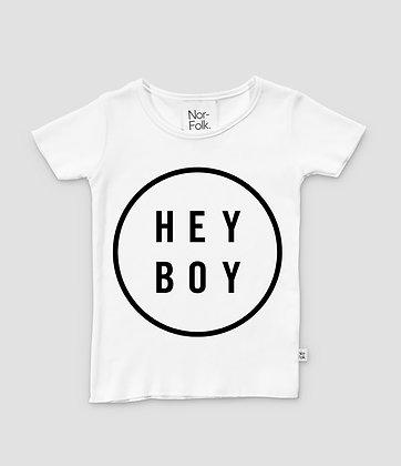 """Nor-Folk / """"Hey Boy"""" חולצה יוניסקס לבנה עם הדפס"""