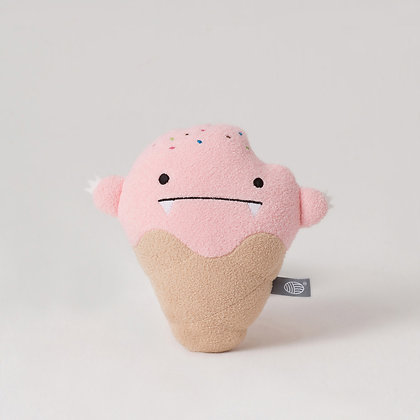 Noodoll / בובת ״גלידת תות״ קטנה בצבע שמנת וורוד
