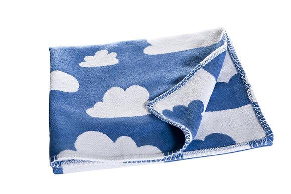 Farg & Form / שמיכת תינוק עבה כחולה עם עננים
