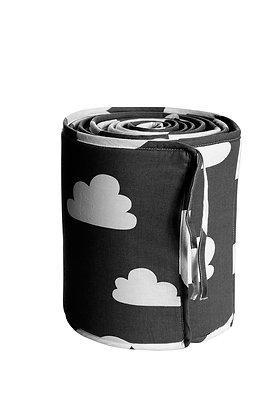 Farg & Form / מגן ראש שחור עם עננים