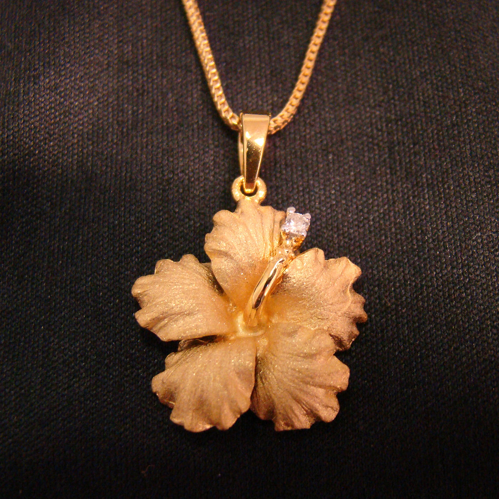 14KYG Hibiscus Pendant with Diamond