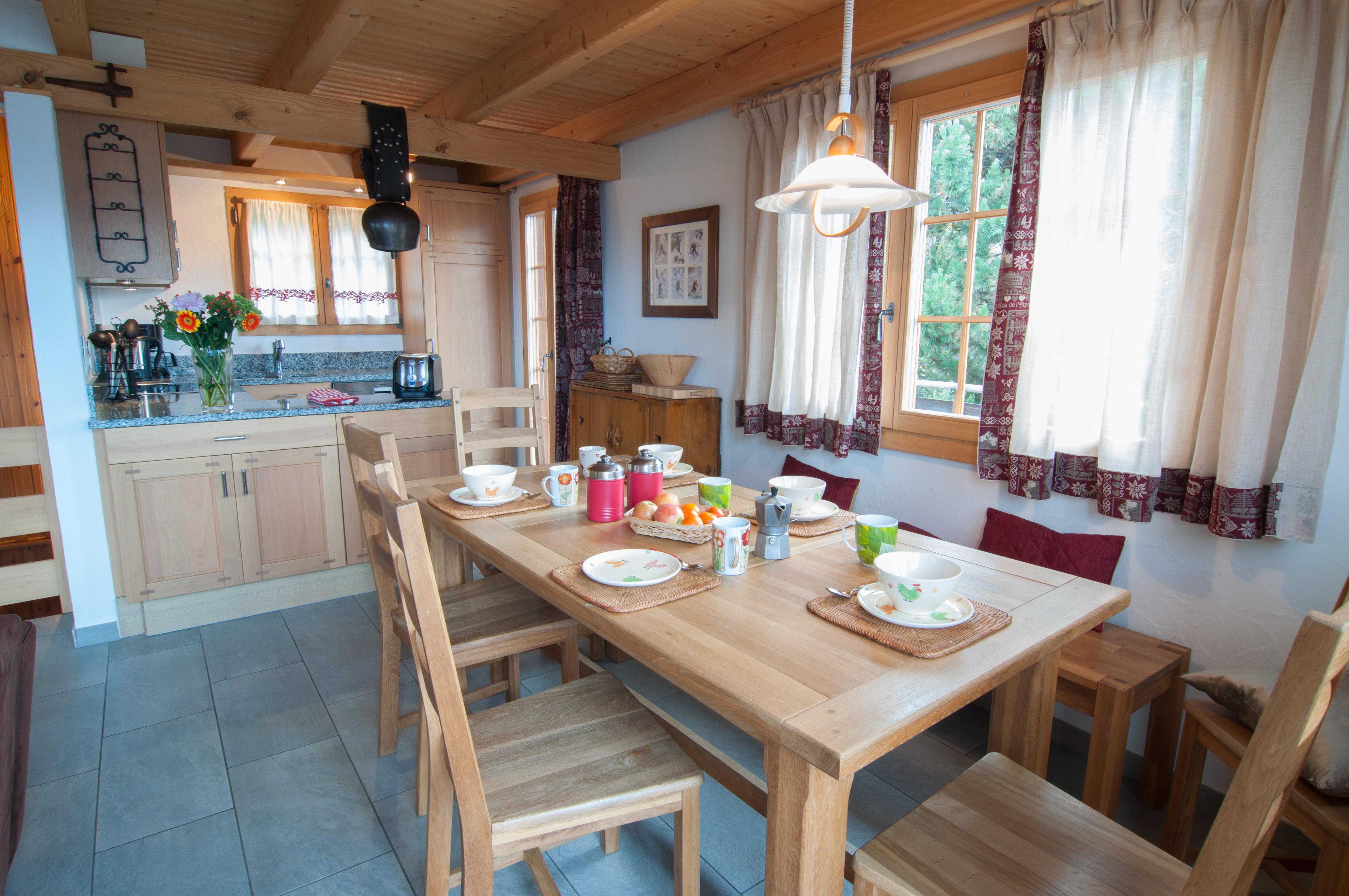 Chalet Lisa dining room