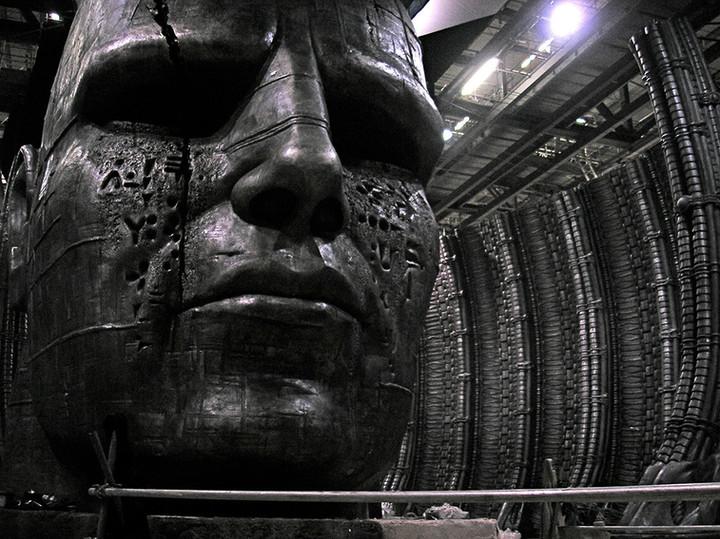 Alien Temple scene set.