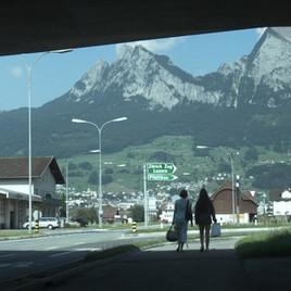 Hinter Diesen Bergen