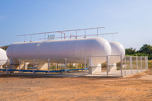 large-white-high-pressure-reinforced-composite-storage-tanks-with-blue-pipes-and-sensors-in-industrial-gas-storage-facility