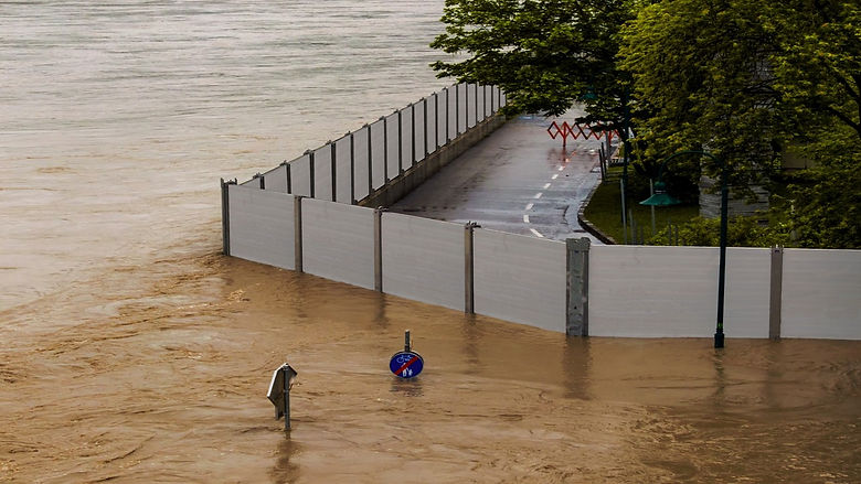 flood-barrier-wall-modular-system-protect-street-and-yards-from-high-flooding-river-water-with-flooded-signs-and-light-pole