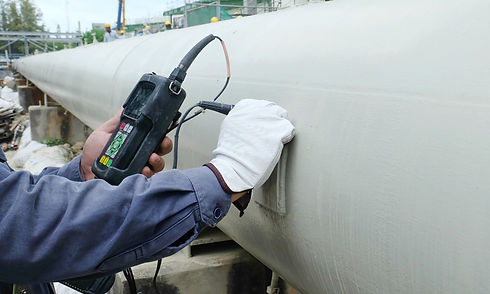 technician-using-portable-manometer-testing-hydrostatic-pressure-on-corrosion-resistant-white-reinforced-composite-pipeline