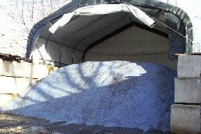 Pacocha - Stacked concrete block salt bin