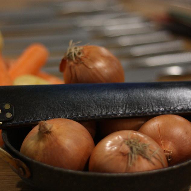 apanese saya, leather sheath, bread knife