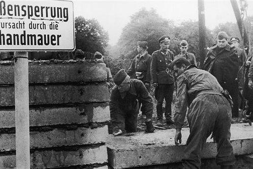 CAP DOSSIER Histoire Guerre et Conflit BERLIN DANS LA GUERRE FROIDE