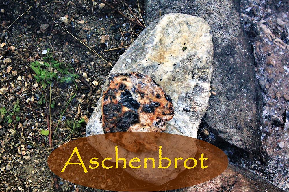 Das fertige und sehr lecker schmeckende Aschenbrot