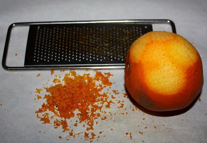 Nur die orange Schale reiben
